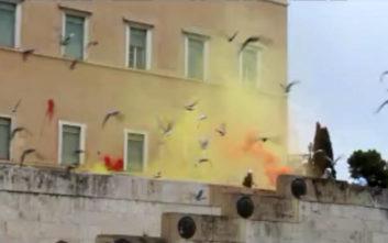 Το βίντεο από την επίθεση του Ρουβίκωνα με μπογιές στη Βουλή