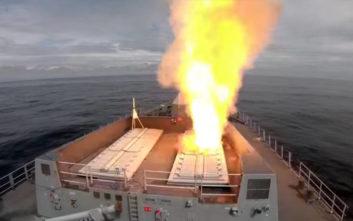 Δείτε ένα αγγλικό πολεμικό πλοίο να δοκιμάζει τους πυραύλους του