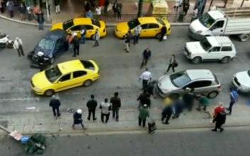 Τροχαίο στην Πατησίων: Οι αγωνιώδεις προσπάθειες πολιτών να βοηθήσουν και η απόγνωση του οδηγού