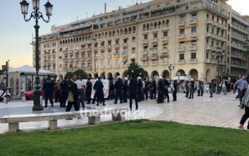 Διαμαρτυρία για τον Κουφοντίνα έξω από ομιλία του Β. Μεϊμαράκη στη Θεσσαλονίκη