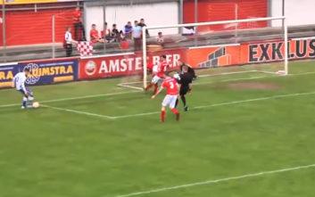 Διαιτητής στέλνει την μπάλα στα δίχτυα και μετρά κανονικά το γκολ