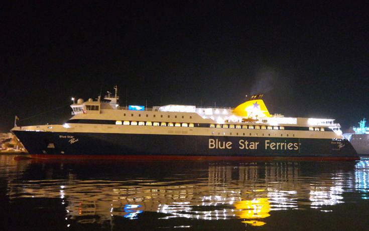 Μεταμεσονύχτια περιπέτεια για 566 επιβάτες του «Blue Star Paros»