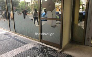 Κουκουλοφόροι έσπασαν τράπεζα στη Θεσσαλονίκη