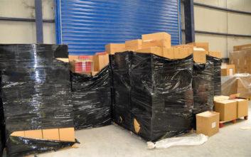 Τεράστιες ποσότητες λαθραίων τσιγάρων σε αποθήκη στη Βόρεια Ελλάδα