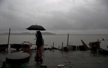 Σχέδιο - μαμούθ για απομάκρυνση 800.000 ανθρώπων στην Ινδία λόγω κυκλώνα