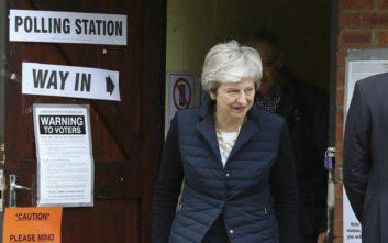Brexit: Η Μέι ρισκάρει νέα ψηφοφορία για την έξοδο στις αρχές του Ιουνίου