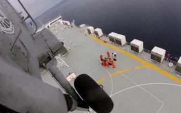 Αερομεταφορά ασθενούς από πλοίο με ελικόπτερο του Πολεμικού Ναυτικού