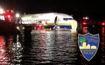 Boeing με 136 επιβάτες γλίστρησε και κατέληξε σε ποτάμι
