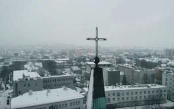 Σοκάρει ντοκιμαντέρ με θύματα παιδόφιλων ιερέων στην Πολωνία