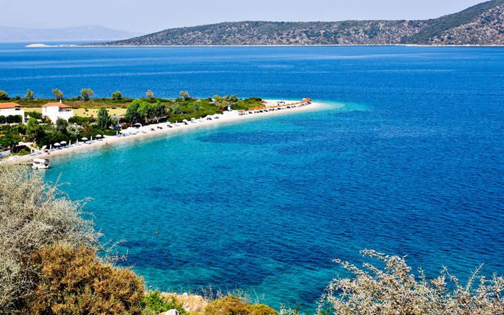 Η εξωτική παραλία στο μικρό νησάκι των Σποράδων – Newsbeast