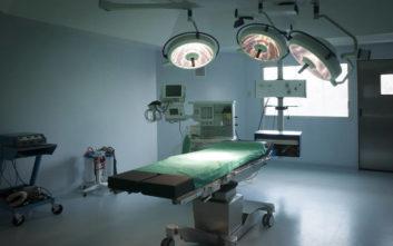 Γέννησε το νεκρό μωρό της στην τουαλέτα του νοσοκομείου και υπάλληλος τράβηξε το καζανάκι