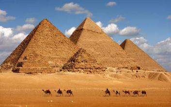 ραντεβού πυραμίδες της Γκίζα πρόσφατος απόφοιτος κολεγίου που χρονολογείται