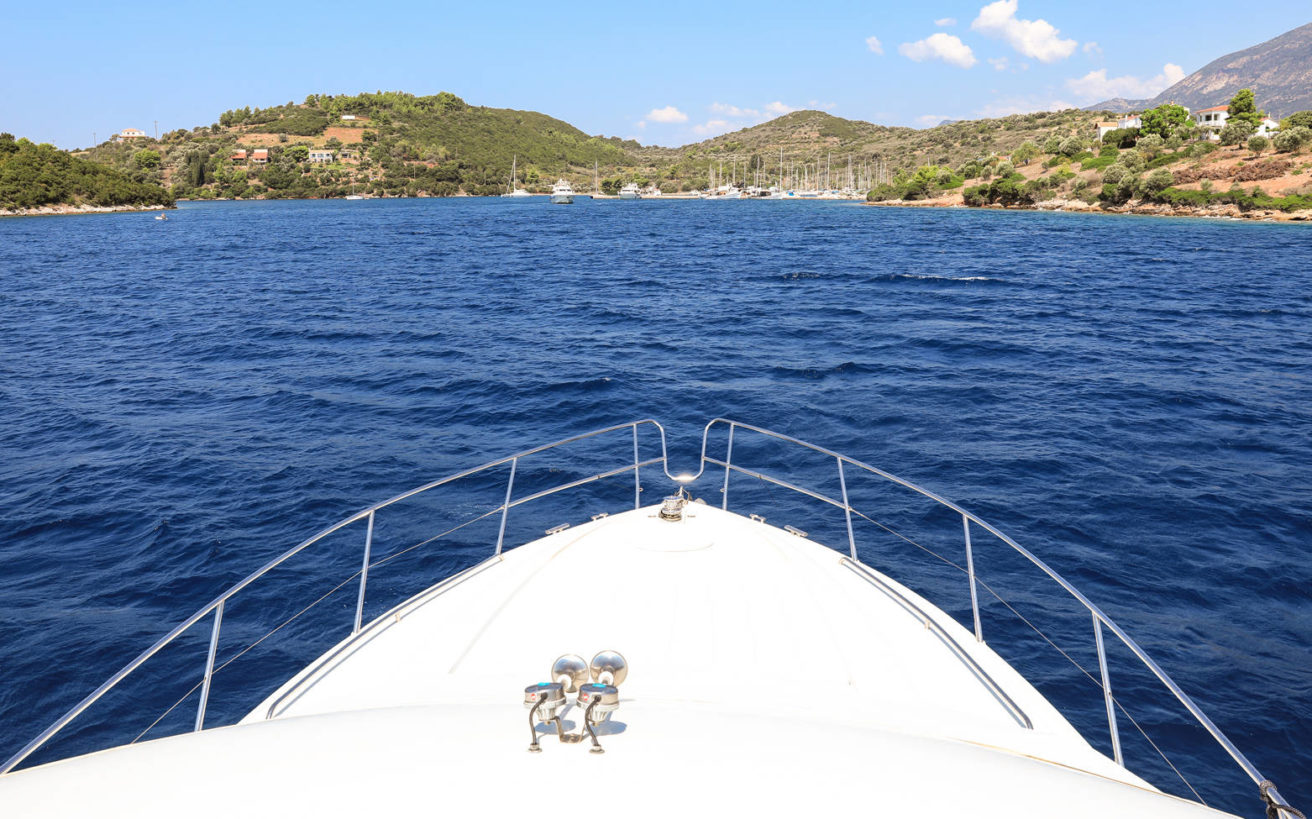 Το άγνωστο νησί του Κορινθιακού που θέλησε να αγοράσει ο Ωνάσης