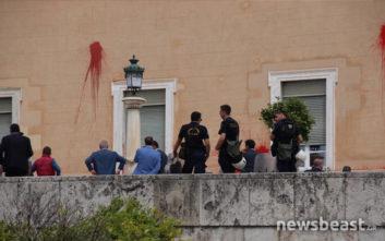 Επίθεση Ρουβίκωνα στη Βουλή: ΕΔΕ διέταξε το αρχηγείο της ΕΛΑΣ