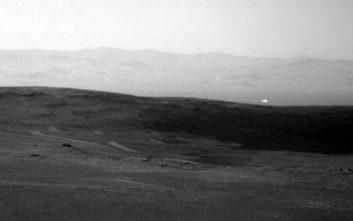 Μυστηριώδης λάμψη στον πλανήτη Άρη φουντώνει τα σενάρια για εξωγήινους