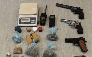 Στα χέρια της αστυνομίας άνδρας στην Καλλιθέα με αεροβόλα όπλα και ναρκωτικά