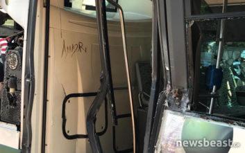 Οι πρώτες εικόνες από τη σύγκρουση λεωφορείου με συρμό του προαστιακού στη Λιοσίων