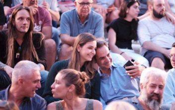 Ο Κυριάκος Μητσοτάκης με την κόρη του στη συναυλία των Jethro Tull