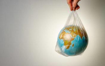 Εδώ χωράνε όλοι γιατί ο πλανήτης δεν χωράει άλλο πλαστικό