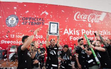Ο Άκης Πετρετζίκης έσπασε ένα από τα GUINNESS WORLD RECORDS ™στη Θεσσαλονίκη