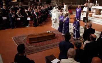 Χιλιάδες κόσμου είπαν το ύστατο χαίρε στον Φράνκο Τζεφιρέλι
