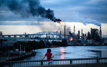 Μεγάλη πυρκαγιά σε διυλιστήριο πετρελαίου στην Πενσιλβάνια