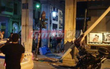 Τρελή πορεία λεωφορείου που καρφώθηκε σε κολόνα στην Πάτρα