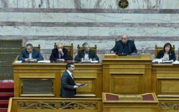 Οι αντιδράσεις για τις μετατάξεις στη Βουλή και το «φρένο» από τον Αλέξη Τσίπρα