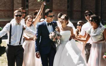 Κέρδισε τον τίτλο του κουμπάρου της χρονιάς με τα πιο ιδιαίτερα στέφανα γάμου