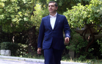 «Ο αριστερός πρωθυπουργός Τσίπρας βρίσκεται με την πλάτη στον τοίχο»
