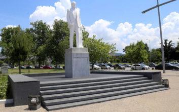 Βανδάλισαν το άγαλμα του Κωνσταντίνου Καραμανλή στη Θεσσαλονίκη