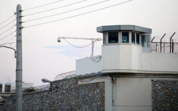 Μαχαίρια, σουβλιά και κάνναβη βρέθηκαν στο «ντου» στα κελιά των φυλακών Κορυδαλλού