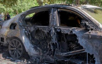 Φωτογραφίες από τις εμπρηστικές επιθέσεις σε διπλωματικά οχήματα στη Θεσσαλονίκη