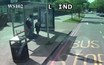 Ανθρωποκυνηγητό για τον άνδρα που επιχείρησε να παρασύρει 10χρονη σε στάση λεωφορείου