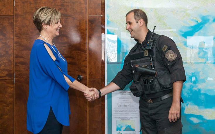Τιμήθηκαν από την Όλγα Γεροβασίλη τρεις αστυνομικοί που έσωσαν τη ζωή πολίτη