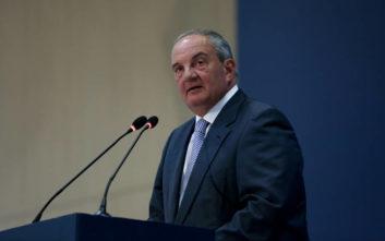 Όταν ο Κοροβέσης χαρακτήριζε τον Καραμανλή «έντιμο αστό πολιτικό» και τα συλλυπητήρια του πρώην πρωθυπουργού