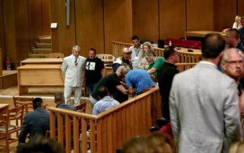 Δίκη Χρυσής Αυγής: Διακοπή μετά την κατάρρευση κατηγορούμενου