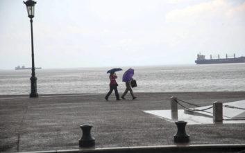 Ταξί έπεσε στη θάλασσα λόγω της έντονης βροχόπτωσης