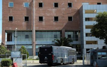 Συνελήφθη ο δεύτερος δραπέτης από το Μεταγωγών, ανθρωποκυνηγητό για άλλους δύο
