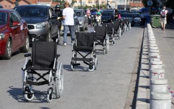 Άτομα με αναπηρία στέλνουν ηχηρό μήνυμα στους ασυνείδητους οδηγούς