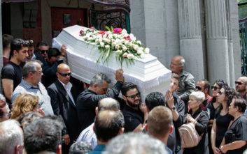 Πάνος Ζάρλας: Σε κλίμα οδύνης η κηδεία, τραγική φιγούρα η μητέρα του