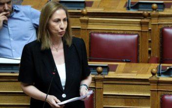 Ξενογιαννακοπούλου: Η κυβέρνηση δε θέλει να δεσμευτεί για τον κανόνα των προσλήψεων