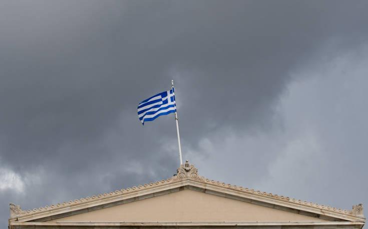 «Οι σκιές για παγκόσμια οικονομική επιβράδυνση μπορεί να δυσκολέψουν την Ελλάδα»