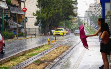 Καιρός: Επιμένουν οι βροχές και οι καταιγίδες - Πού θα πέσει χαλάζι το μεσημέρι