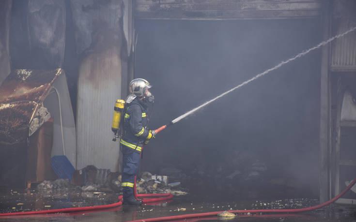 Μαίνεται η φωτιά στο σούπερ μάρκετ στο Χιλιομόδι Κορινθίας – Newsbeast