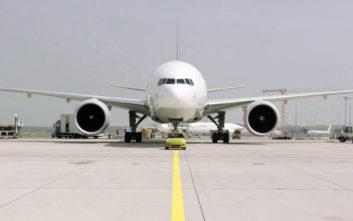 Το ηλεκτρικό Mini ρυμουλκεί αεροσκάφος