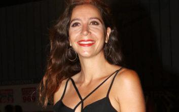 «Ζω... χωρίς ουσίες αλλά με ουσία» - Η σέξι Μαρία Ελένη Λυκουρέζου γυρνά πλάτη στο φακό