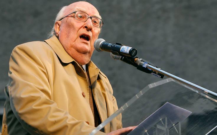 Μάχη να κρατηθεί στη ζωή δίνει ο ιταλός συγγραφέας Αντρέα Καμιλέρι