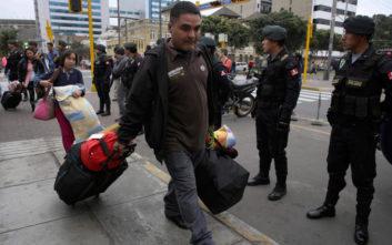 Σκληραίνει τη στάση του στους μετανάστες από τη Βενεζουέλα το Περού