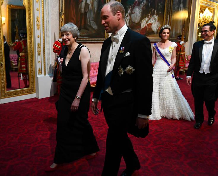 Η λαμπερή εμφάνιση της Κέιτ Μίντλετον στο δείπνο της βασίλισσας για τον Τραμπ